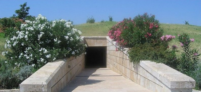 vergina tombs entrance
